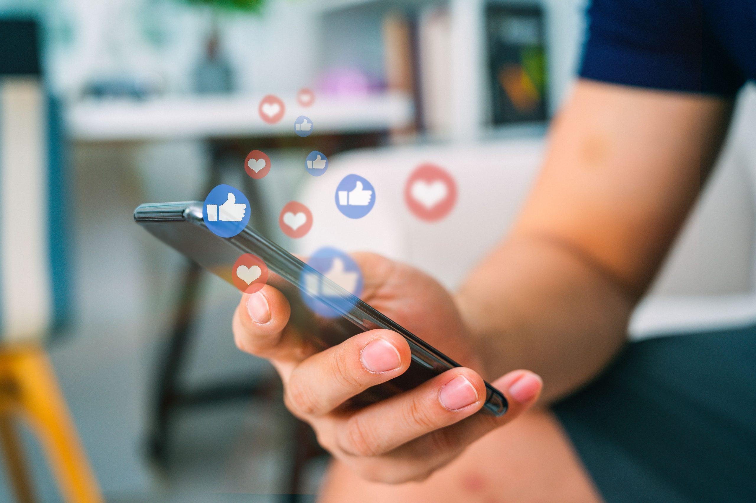 Social Media Recruiting - Smartpohne mit Likes